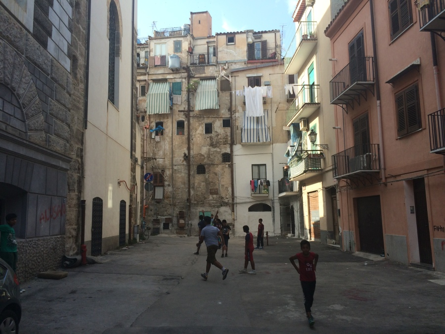 back streets Palermo pic by Arran Henderson Dublin Decoded.JPG