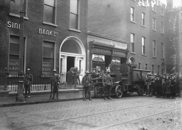 Auxiliaries arrive at 6 Harcourt St in 1922